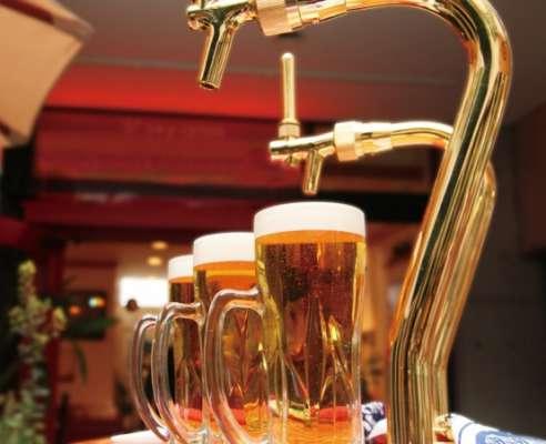 話が盛り上がりビールが進みます